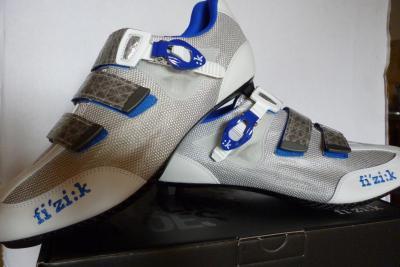 Chaussures FIZIK-R3 blanc/bleu