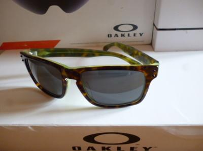 Lunettes OAKLEY-HOLBROOK (Tortoise green)