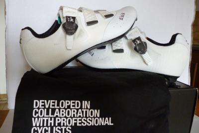 Chaussures FIZIK-R1 blanches
